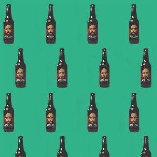 """¡Amantes de la cerveza!🍻 Hoy os queremos presentar """"Artillera"""", una cerveza artesana elaborada naturalmente sin aditivos con productos locales del territorio del valle del Ebro.👌 Nosotros os recomendamos probar la Morena 7, una variedad maltosa y ligera que enamora.😍 Este año se llevó el Premio de Bronce en la categoría de """"Strong European Beer"""" en el Barcelona Beer Challenge 2020.🏆 Pues eso, artillería de la buena.😎 ¡Ven a buscar la tuya!🙌 #ManjaresDelMundo #Shop #Beer #Artisan #Party #TypicalFood #Food #Foodstagram #FoodPorn #Oasis #OasisenBarcelona"""