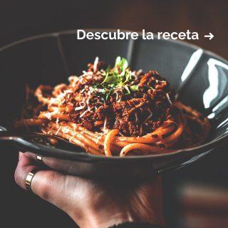 ¿Con qué pasta acompañarías un buen ragú?🙌 Mientras te lo piensas, nosotros te damos la receta para preparar uno clásico en casa.👌 Este condimento de origen mediterráneo ha dado la vuelta al mundo 🌎 gracias a su sabor y versatilidad. El fuego lento🔥y la calidad de los ingredientes son la clave para un ragú de escándalo.🤤 ¡Ya nos contarás qué te parece!🤗 #ManjaresDelMundo #Pasta #Ragout #Ragú #FoodPorn #TypicalFood #Foodie #Recipe #Recetas #Foodstagram #Oasis #OasisenBarcelona