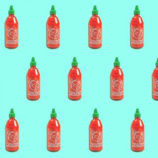 Si hay una salsa que últimamente no puede faltar en nuestra despensa, esta es sin duda la sriracha.🔥Con ella, acompañamos desde un Frankfurt hasta una tortilla de patatas.👌Y tú, ¿qué comida sueles tunear con esta maravilla de salsa?💛 #ManjaresDelMundo #Shop #Sriracha #Hot #Pattern #TypicalFood #Food #Foodie #Foodstagram #Delicious #Sauce #FoodPorn #Foodie #Oasis #OasisenBarcelona