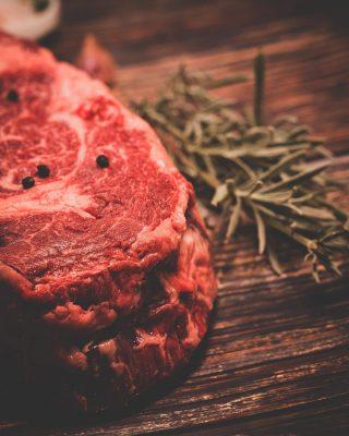 ¿Ya sabes de dónde viene la carne que consumes?🥩 En Manjares creemos que es fundamental conocer el origen de lo que comemos.👌 Entre los territorios que componen nuestra carnicería está Girona.📍Nos encargamos de seleccionar los mejores productores de esta zona, aplicando nuestro conocimiento para trabajarla de la forma tradicional argentina.🔥 #ManjaresDelMundo #Shop #Steak #Meat #Delicious #TypicalFood #Food #Foodie #Foodstagram #Foodporn #Oasis #OasisenBarcelona