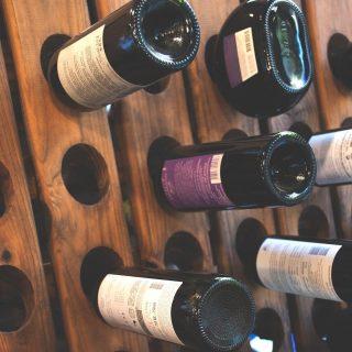¿Ya has probado nuestros vinos?💛 Al final a la derecha👉, como en las películas🎞, encontrarás nuestra bodega cargada de vinos argentinos.🍷 Nuestra selección vinícola va desde el norte de la región Noroeste hasta el sur en la región Patagónica Andina y desde la cordillera andina hasta los valles del oeste de Mendoza.🌎Y como somos unos peliculeros, ¡te esperamos al final a la derecha de la tienda!🤩 #ManjaresDelMundo #Shop #Wine #Vino #VinoArgentino #TypicalFood #Food #Foodie #Foodstagram #Delicious #Argentina #Argentinosenbarcelona #FoodPorn #Foodie #Oasis #OasisenBarcelona