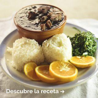 Para celebrar el Día Internacional de las Legumbres, hemos querido celebrarlo con una buena feijoada.🔥A nosotros nos encanta, porque nos recuerda al sabor de Brasil y es un guiso muy completo de esos que enamoran.💛¡Apunta la receta y cuéntanos qué te ha parecido cuando la cocines en casa!🙌Y si te falta algún ingrediente, estás de suerte.😏En Manjares tenemos todo lo que necesitas para prepararla.👌 #ManjaresDelMundo #Feijoada #Brazil #FoodPorn #TypicalFood #Foodie #Food #Receta #Recetas #Foodstagram #Delicious #Comida #Brasil #Brazilianfood #Oasis #OasisenBarcelona