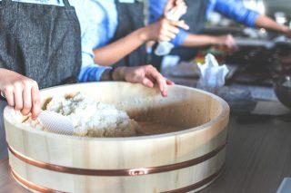 ¿Conoces los secretos para preparar el arroz de sushi perfecto?🍱 Muchas veces nos decís que en casa no os queda igual que el de los restaurantes japoneses, así que os damos la solución😚: ESTRENAMOS NUEVA WEB🥳, desde donde podrás descubrir cómo preparar arroz de sushi en casa, como escribirnos para que te preparemos tu pedido y lo tengas listo cuando vengas.😎 Tenéis el link en la bio.👌 Teníamos muchas ganas de compartiros esta noticia, ¡esperamos que os guste tanto como a nosotros!💛 #ManjaresDelMundo #sushitime #sushilovers #Cheese #FoodPorn #TypicalFood #Foodie #Food #sushi #foodlover #Foodstagram #Comida #japanesefood #Japan #Oasis #OasisenBarcelona